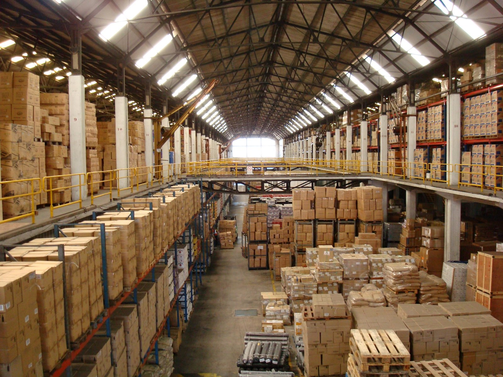 Warehouse storage for Good greek moving and storage